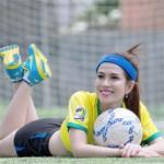 Bóng đá - Người đẹp Hoàng Ny gợi cảm cổ vũ Brazil & Đức