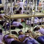 Sức khỏe đời sống - Cơm giá rẻ: Công nhân ngộ độc tập thể