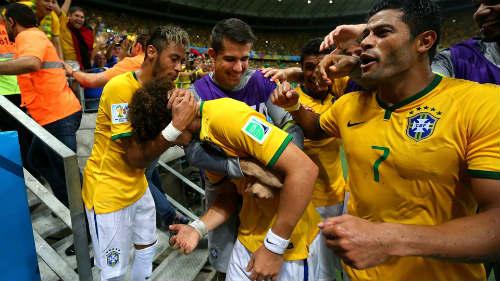 Brazil: Nín thở sau siêu phẩm của David Luiz - 1