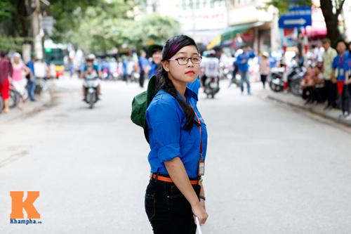 Nữ sinh Ngoại thương xinh tươi trong màu áo tình nguyện - 4