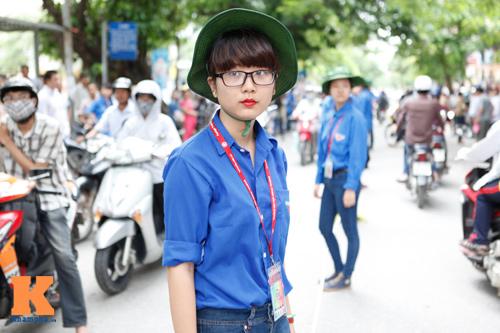 Nữ sinh Ngoại thương xinh tươi trong màu áo tình nguyện - 2