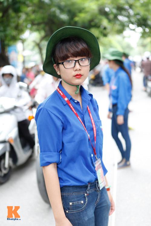 Nữ sinh Ngoại thương xinh tươi trong màu áo tình nguyện - 1
