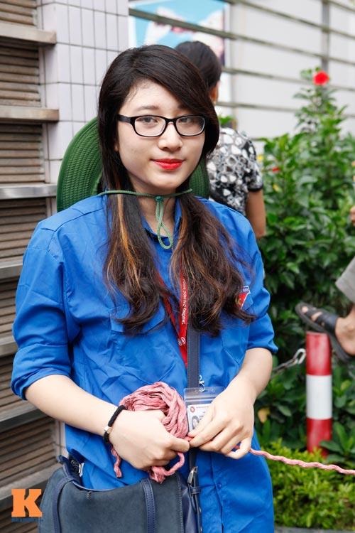 Nữ sinh Ngoại thương xinh tươi trong màu áo tình nguyện - 3