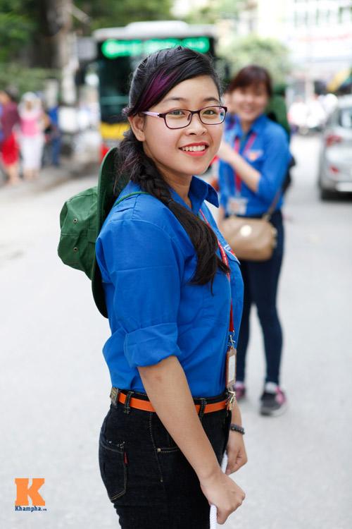 Nữ sinh Ngoại thương xinh tươi trong màu áo tình nguyện - 5