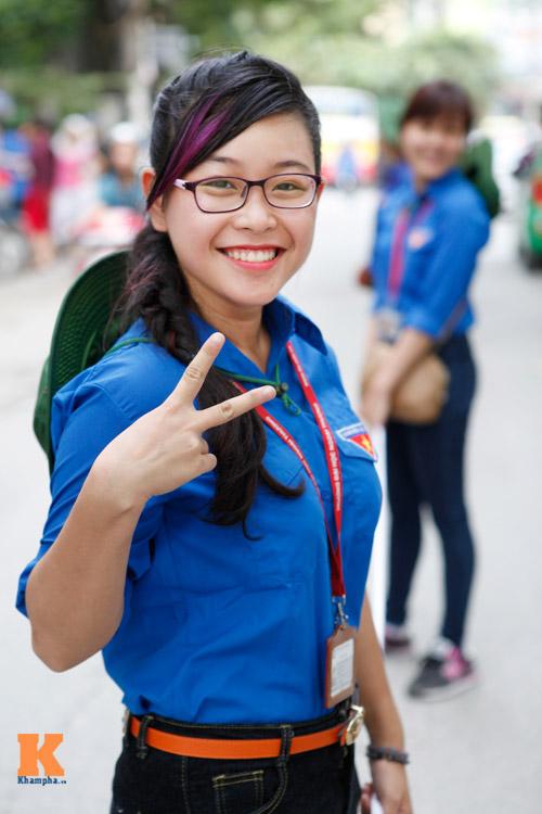 Nữ sinh Ngoại thương xinh tươi trong màu áo tình nguyện - 6