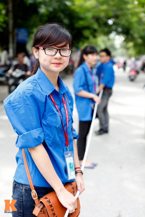 Nữ sinh Ngoại thương xinh tươi trong màu áo tình nguyện - 7