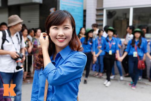 Nữ sinh Ngoại thương xinh tươi trong màu áo tình nguyện - 9