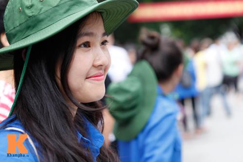 Nữ sinh Ngoại thương xinh tươi trong màu áo tình nguyện - 11