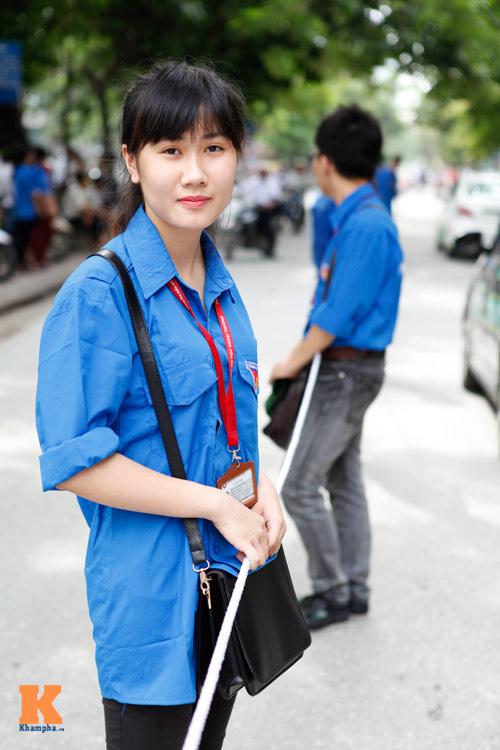 Nữ sinh Ngoại thương xinh tươi trong màu áo tình nguyện - 12