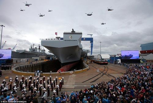 Nữ hoàng Anh bấm nút đặt tên cho tàu sân bay khổng lồ - 4