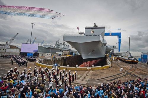 Nữ hoàng Anh bấm nút đặt tên cho tàu sân bay khổng lồ - 5