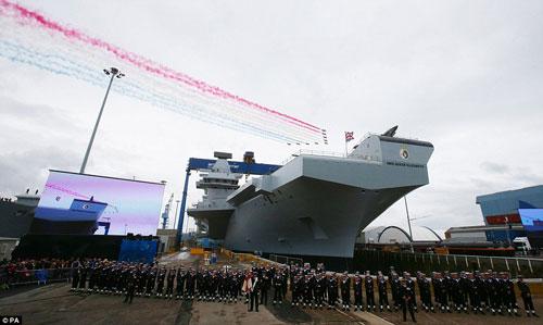 Nữ hoàng Anh bấm nút đặt tên cho tàu sân bay khổng lồ - 6