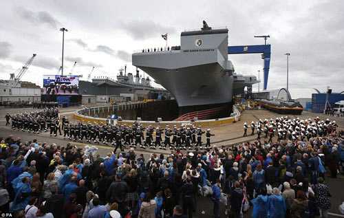 Nữ hoàng Anh bấm nút đặt tên cho tàu sân bay khổng lồ - 7