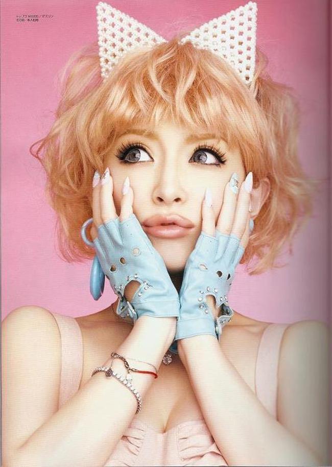 Không chỉ tài năng mà cô còn nhiều năm đứng vị trí số 1 trong danh sách những người đẹp nhất Nhật Bản.