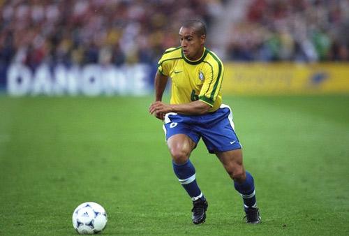 Luiz: Gợi nhớ cú sút của huyền thoại Roberto Carlos - 1
