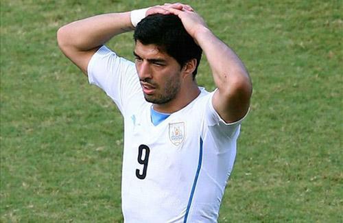 """FIFA bất ngờ """"lật lọng"""" trong vụ Suarez cắn người - 1"""