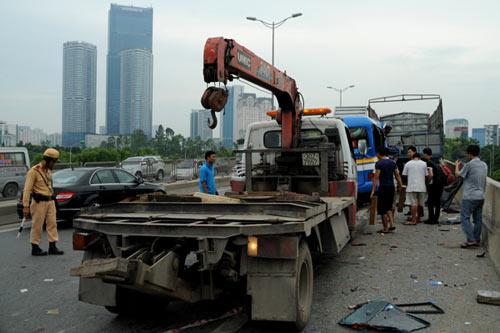 Xe khách tông xe tải, 6 người thương vong - 2