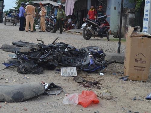 Ô tô tông xe máy, 2 người thương vong - 1