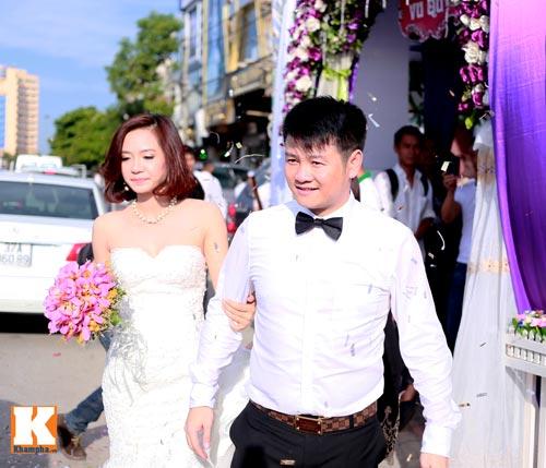 Văn Quyến hôn cô dâu thắm thiết trong ngày cưới - 10