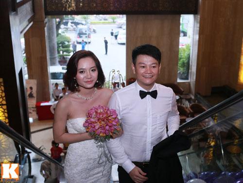 Văn Quyến hôn cô dâu thắm thiết trong ngày cưới - 11