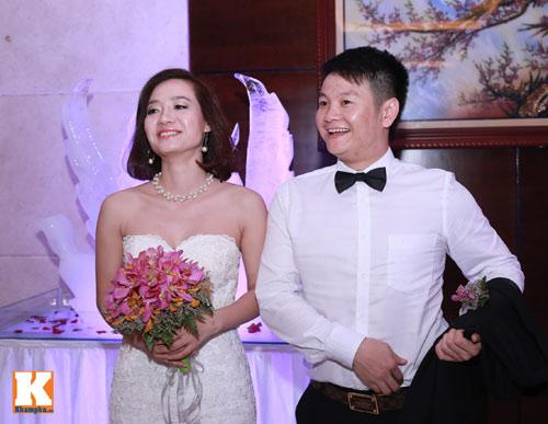 Văn Quyến hôn cô dâu thắm thiết trong ngày cưới - 12