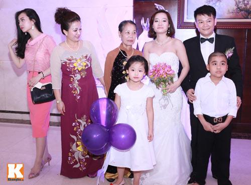 Văn Quyến hôn cô dâu thắm thiết trong ngày cưới - 13