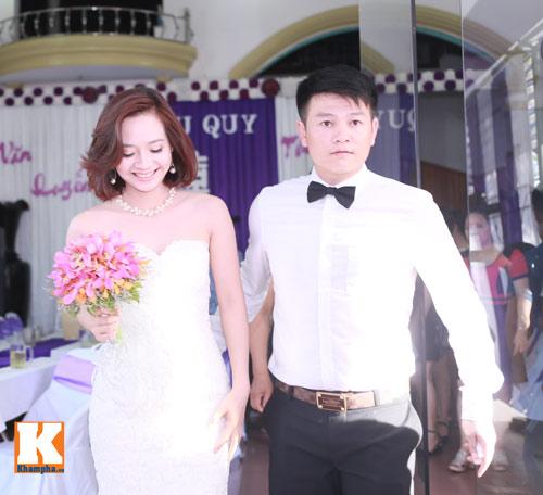 Văn Quyến hôn cô dâu thắm thiết trong ngày cưới - 9