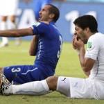 """Bóng đá - FIFA bất ngờ """"lật lọng"""" trong vụ Suarez cắn người"""