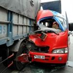 Tin tức trong ngày - Xe khách tông xe tải, 6 người thương vong