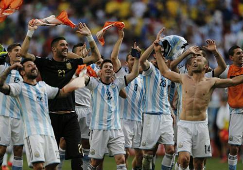 Messi: Trên con đường trở thành vĩ đại - 2