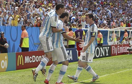 Báo chí ca ngợi chiến thắng của Messi và Argentina - 1