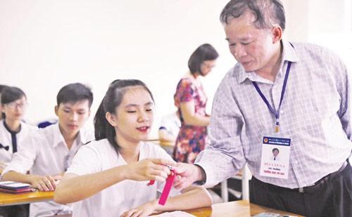 Thứ trưởng GD&ĐT Bùi Văn Ga: Dễ nhầm đề trong đợt 2 - 1