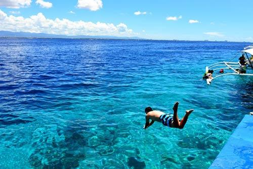 Hòn đảo xanh thần tiên ở biển Cebu - 7