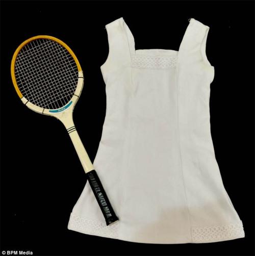"""Chiếc váy tennis """"tai tiếng"""" có giá 500 triệu - 2"""