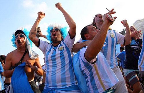 "Neymar chia tay World Cup, fan Argentina ""hả hê"" - 1"