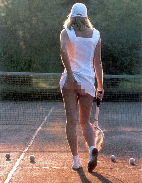 """Chiếc váy tennis """"tai tiếng"""" có giá 500 triệu - 1"""
