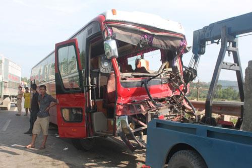 Cú đâm trực diện của xe khách và xe tải qua lời nạn nhân - 1