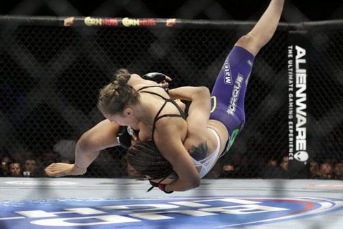 Người đẹp UFC Rousey hạ gục đối thủ sau 16 giây - 1