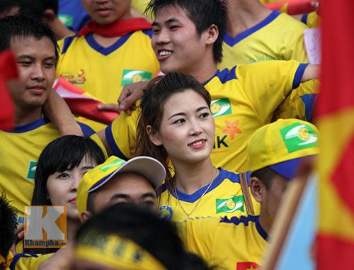 Fan SLNA nhuộm đỏ sân Đồng Nai với ngàn lá cờ Tổ quốc - 3