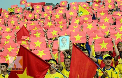 Fan SLNA nhuộm đỏ sân Đồng Nai với ngàn lá cờ Tổ quốc - 6