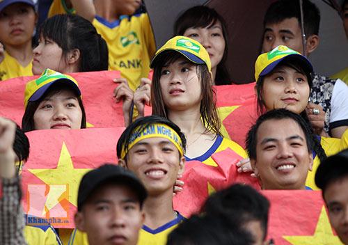 Fan SLNA nhuộm đỏ sân Đồng Nai với ngàn lá cờ Tổ quốc - 4