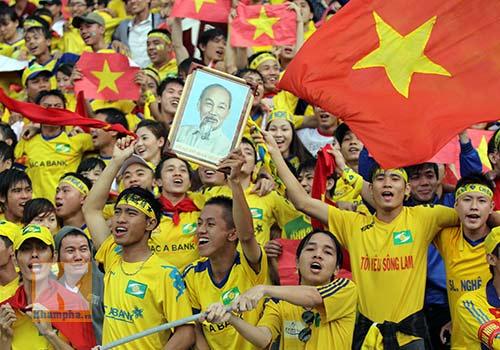 Fan SLNA nhuộm đỏ sân Đồng Nai với ngàn lá cờ Tổ quốc - 9