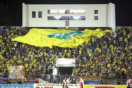 Fan SLNA nhuộm đỏ sân Đồng Nai với ngàn lá cờ Tổ quốc - 11