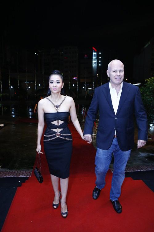 """Thu Minh, Phương Trinh đọ sức """"nóng"""" trên thảm đỏ - 2"""