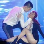 Ca nhạc - MTV - Khánh Thy diễn cảnh quyến rũ Đức Tuấn