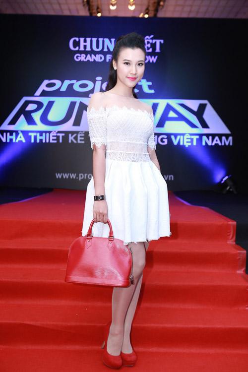 """Thu Minh, Phương Trinh đọ sức """"nóng"""" trên thảm đỏ - 16"""