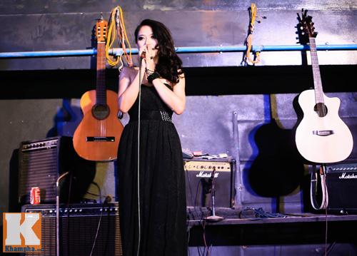 Trang Cherry khoe tài sáng tác nhạc trong minishow - 1
