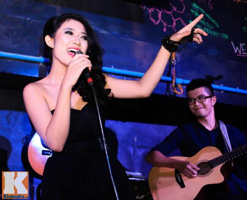 Trang Cherry khoe tài sáng tác nhạc trong minishow - 3