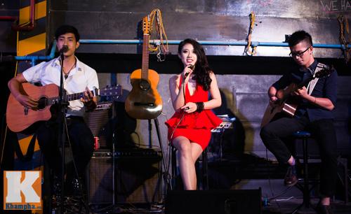 Trang Cherry khoe tài sáng tác nhạc trong minishow - 5