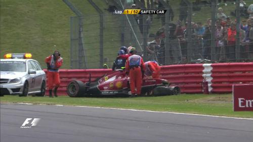 Kimi Raikkonen thoát chết sau tai nạn đâm xe - 1
